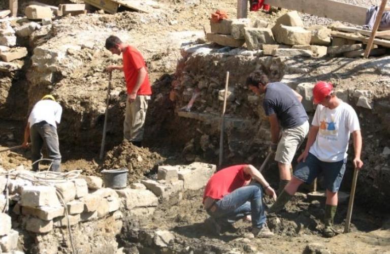 Frančiškanski Samostan Koper Arheološke raziskave 2007