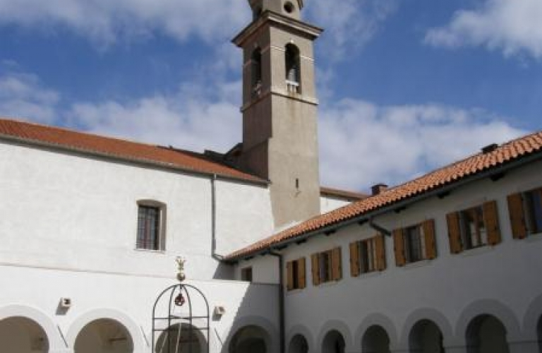 Frančiškanski Samostan Koper - Atrij s križnim hodnikom